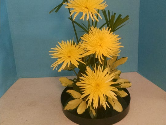 You can learn to make centerpieces like this via floral