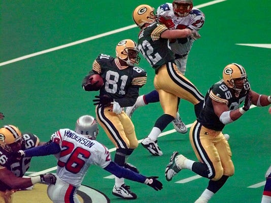 FILE - In this Jan. 26, 1997, file photo, Green Bay Packers' Desmond Howard (81) heads out on a 99-yard kickoff return during the third quarter against New England Patriots in NFL football's Super Bowl XXXI in New Orleans. Howard, the Most Valuable Player, set a Super Bowl record with 244 return yards and the Packers won 35-21. (AP Photo/Mark Duncan, File)