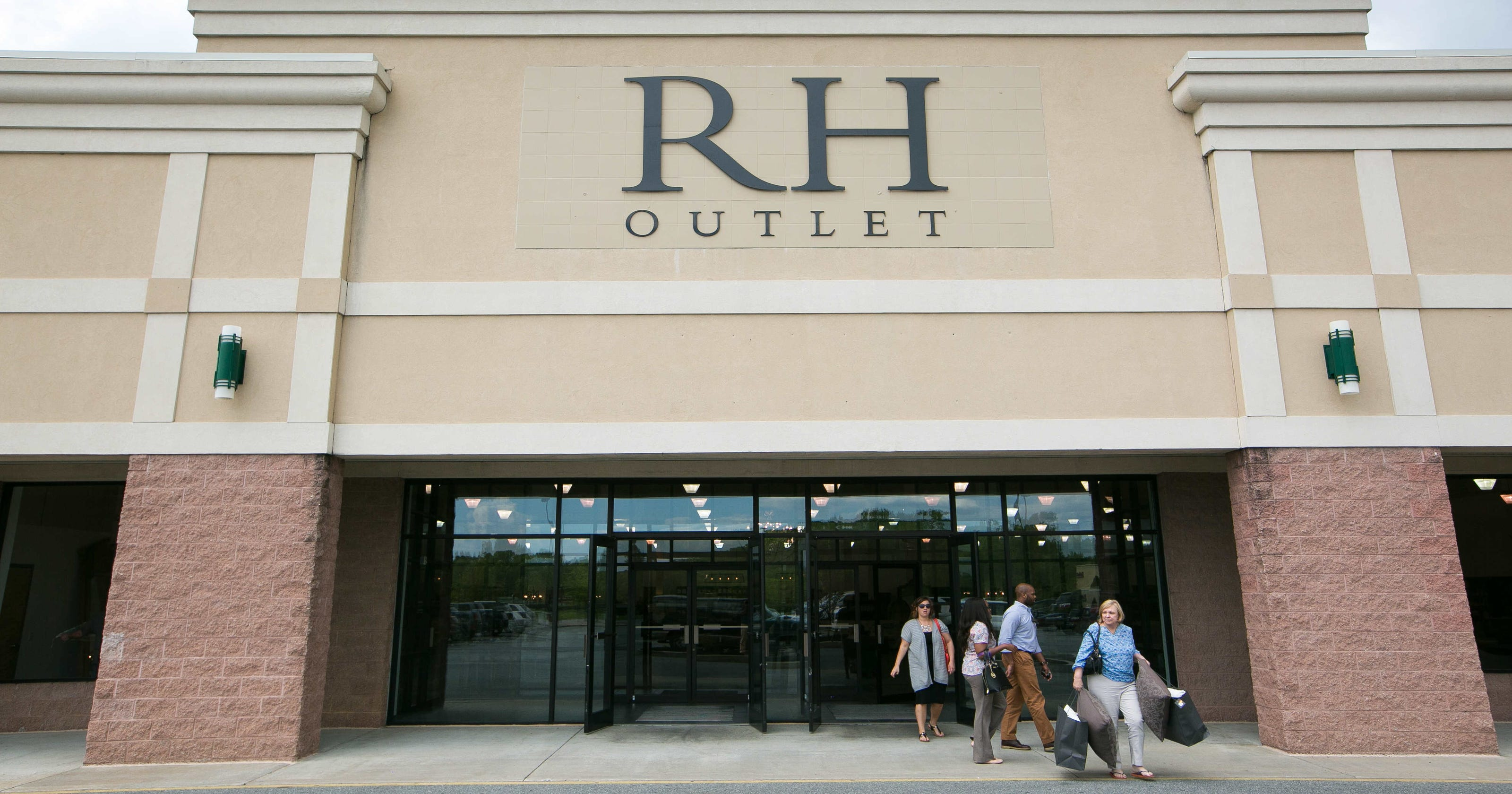 Restoration Hardware Outlet Opens In Christiana Raymour