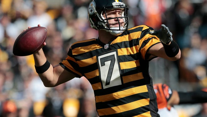 Pittsburgh Steelers quarterback Ben Roethlisberger (7) drops back to throw a pass in the first quarter of the NFL Week 8 game between the Pittsburgh Steelers and the Cincinnati Bengals at Heinz Field in Pittsburgh on Sunday, Nov. 1, 2015. At the half, the Steelers led the Bengals 7-6.