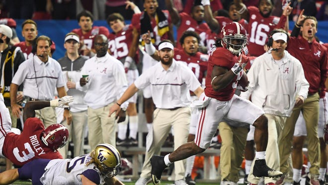 Dec 31, 2016: Alabama Crimson Tide running back Bo Scarbrough (9) runs for a touchdown during the fourth quarter in the 2016 CFP Semifinal at the Georgia Dome.