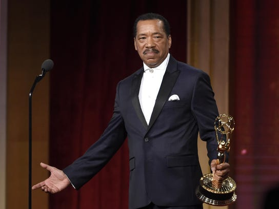 Obba Babatunde accepts the award for outstanding guest