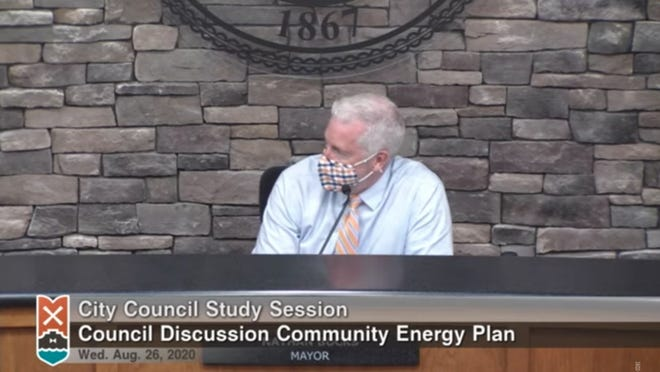 Holland Mayor Nathan Bocks speaks during a discussion on the city's community energy plan on Wednesday, Aug. 26.