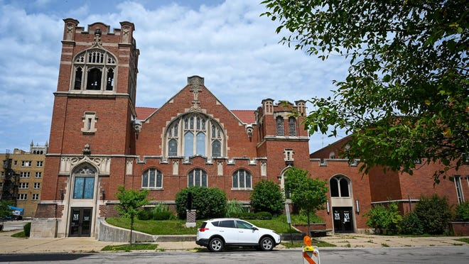 Amid financial concerns, the Mendelssohn Performing Arts Center, has vacated the former First Presbyterian Church at 406 N. Main St., Rockford, that it acquired in 2012.