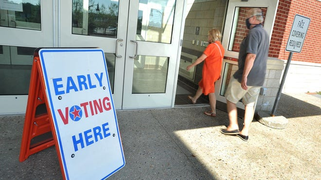 Voters enter Marshfield High School during the state primary early voting on Monday, Aug. 24, 2020. Tom Gorman/For The Patriot Ledger
