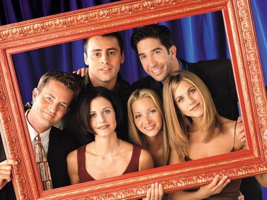 FRIENDS -- NBC Series -- Pictured: Matthew Perry as Chandler Bing, Courteney Cox Arquette as Monica Geller,  Matt LeBlanc as Joey Tribbiani, Lisa Kudrow as Phoebe Buffay, David Schwimmer as Ross Geller, Jennifer Aniston as Rachel Green   --- DATE TAKEN: 2000  By Jon Rage   NBC        HO      - handout ORG XMIT: PX39527