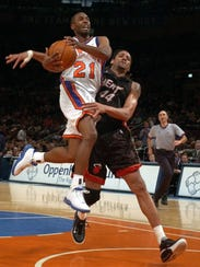 NY Knicks' Charlie Ward goes up for a layup and gets