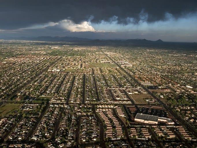 An aerial shot over Phoenix in 2004 facing eastward