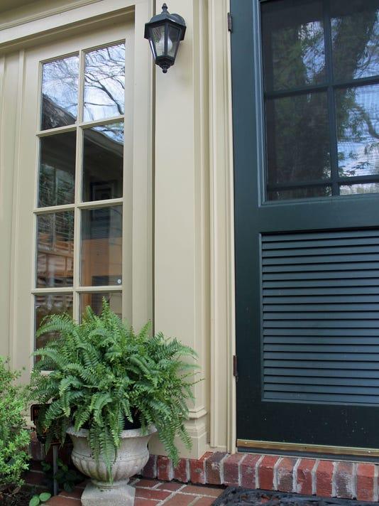 636667366197384964-landscape-back-door.jpg