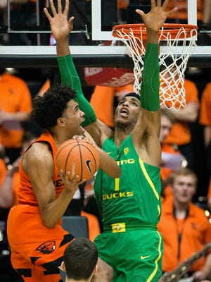 Jan 5, 2018; Corvallis, OR, USA; Oregon State Beavers guard Stephen Thompson Jr. (1) drives to the basket against Oregon Ducks forward Kenny Wooten (1) during the first half during a game at Gill Coliseum. Mandatory Credit: Troy Wayrynen-USA TODAY Sports