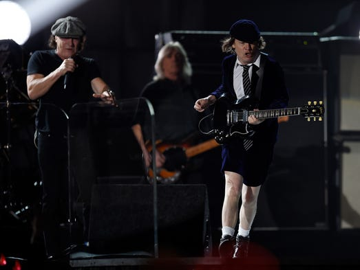 2/8/15 5:06:29 PM -- Los Angeles  -- AC/DC performs
