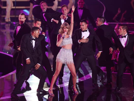 2014 MTV Video Music Awards - Show (3)