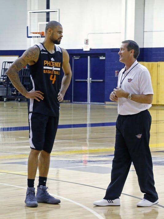 c097fcb9bb9 Phoenix Suns  new center Tyson Chandler takes the lead