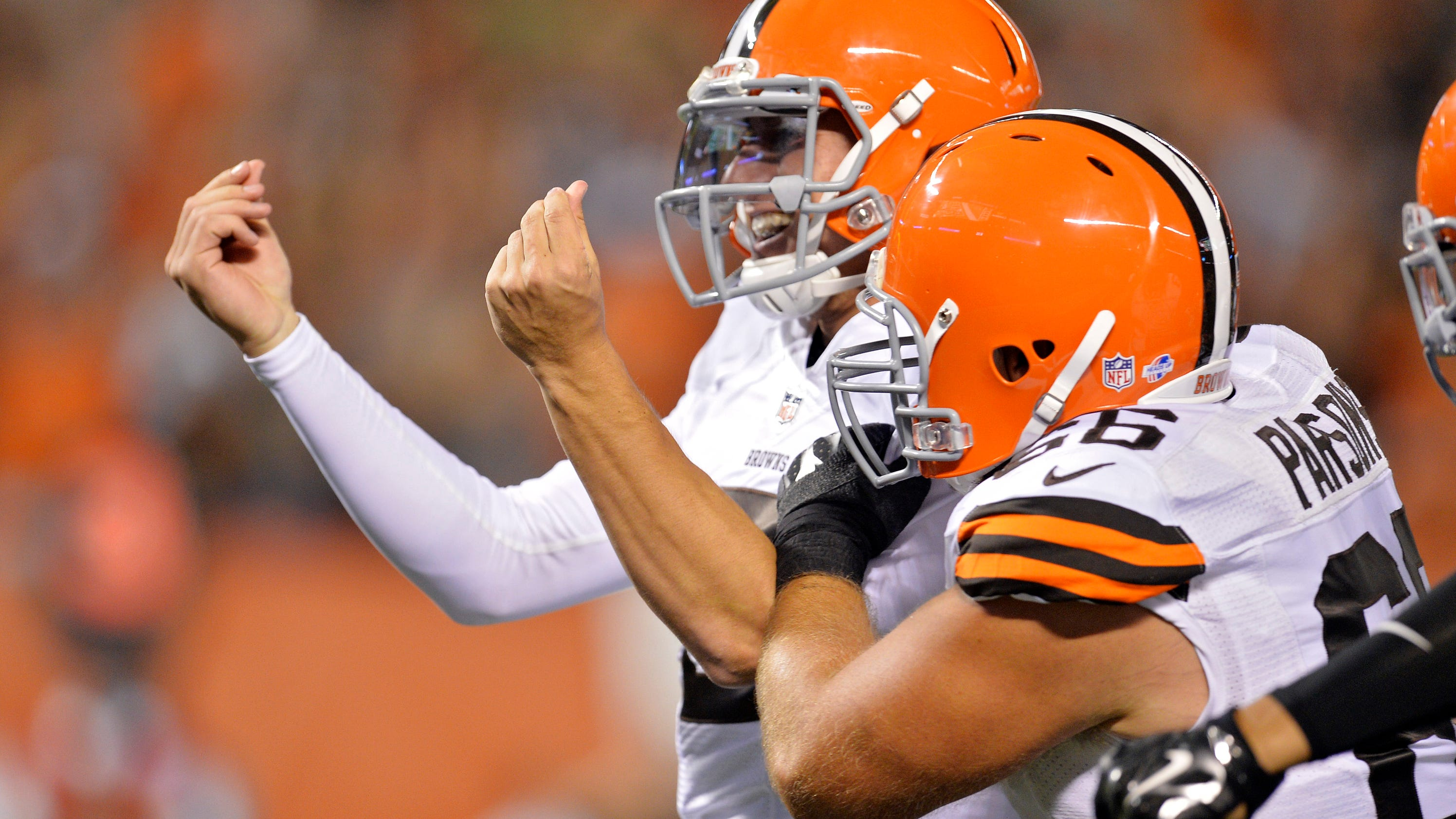 Browns Battered 33 14 At Home By Rams