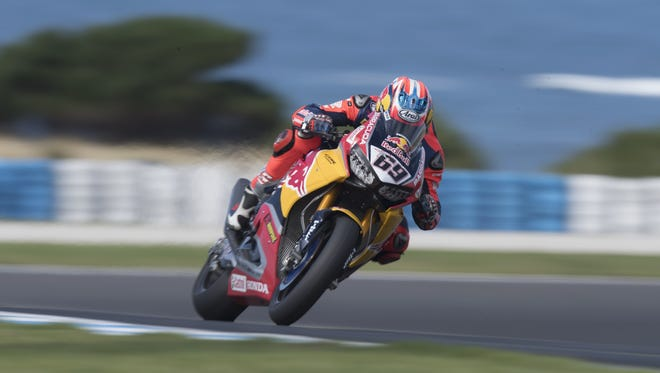 Red Bull Honda rider Nicky Hayden heads down a straight during the 2017 World Superbikes Tests in Phillip Island, Australia.
