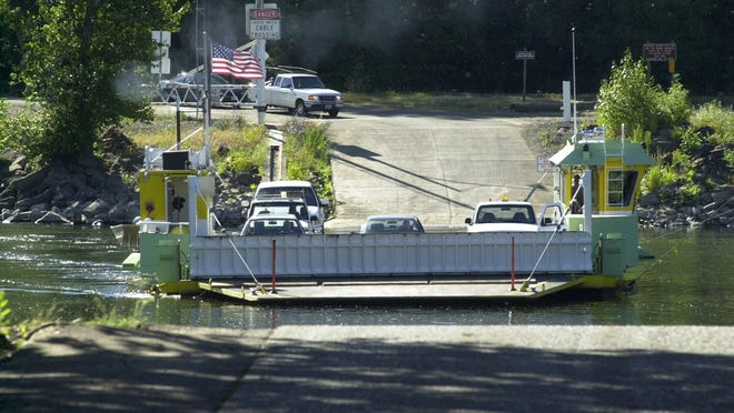 The Wheatland Ferry takes vehicles across the Willamette River Tuesday July 9, 2002 morning.