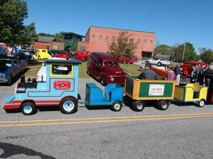 Tractor And Car Show : Townville antique car and tractor show