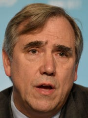 Jeff Merkley, senador por Oregon.