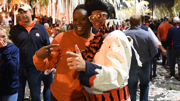 See all the Toomer's Corner madness following Auburn's win over Alabama