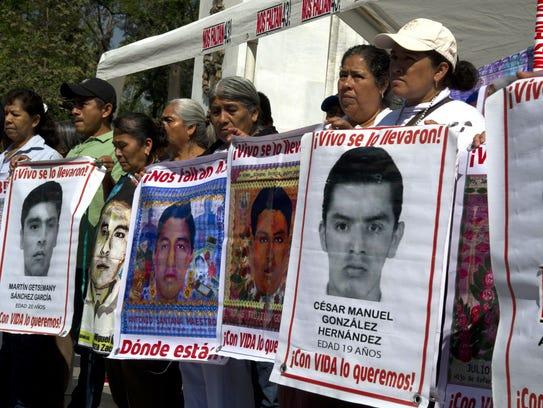 Protesta de los 43 desaparecidos en Ayotzinapa.