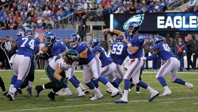 New York Giants quarterback Eli Manning (10) throws against the Philadelphia Eagles during the third quarter of an NFL football game, Sunday, Nov. 6, 2016, in East Rutherford, N.J.