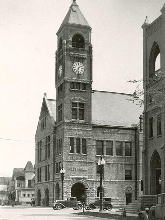 636579095614499740-Neenah-City-Hall-1930s.jpg