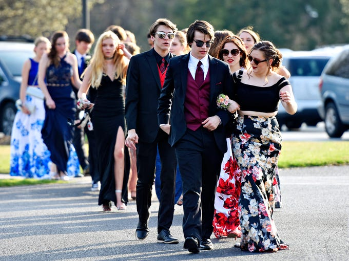 Photos Northeastern Kicks Off Prom Season At Out Door Country Club