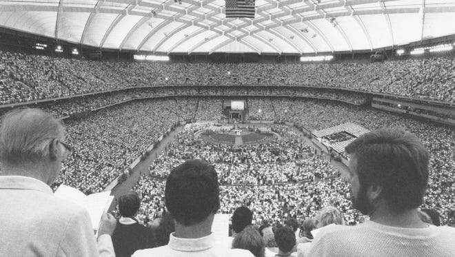 A crowd watches the papal mass at the Silverdome in September 1987.