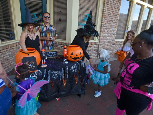 Downtown Trick or Treat 12
