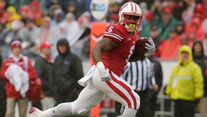 Wisconsin running back Corey Clement  runs 21 yards for a touchdown against Rutgers on in Oct. 2015.
