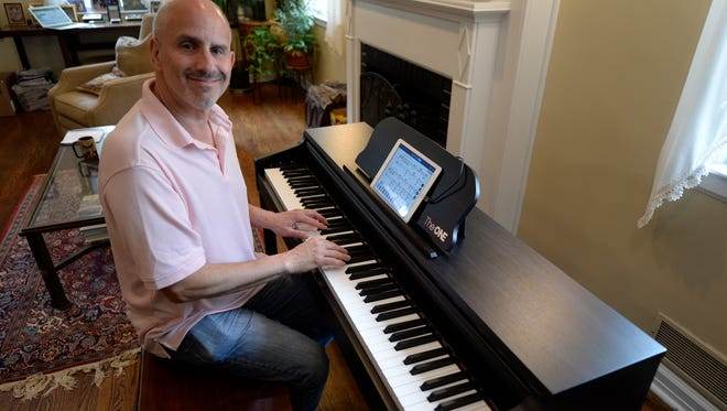 Ed Baig tries out the One Smart Piano.
