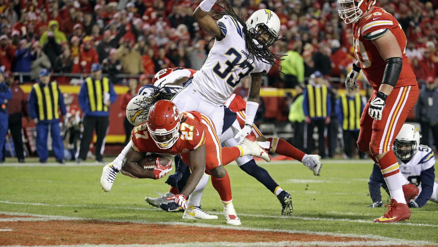 Chiefs rout Chargers, seize control of AFC West race