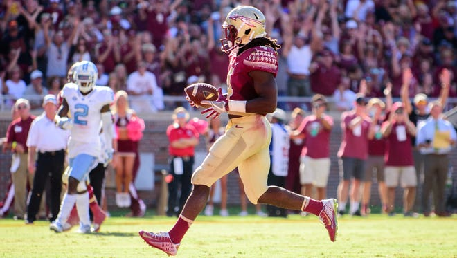 Dalvin Cook (4) sprints down the field to score a touchdown during the 37-35 FSU loss against UNC on Sat., Oct. 01, at Doak Campbell Stadium, in Tallahassee, FL.