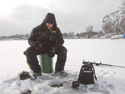 dfp ice fishing in m.JPG