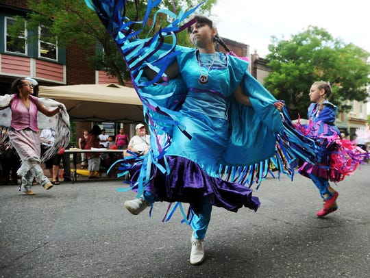 Lisa Pierce performs a Nanticoke Lenni-Lenape dance