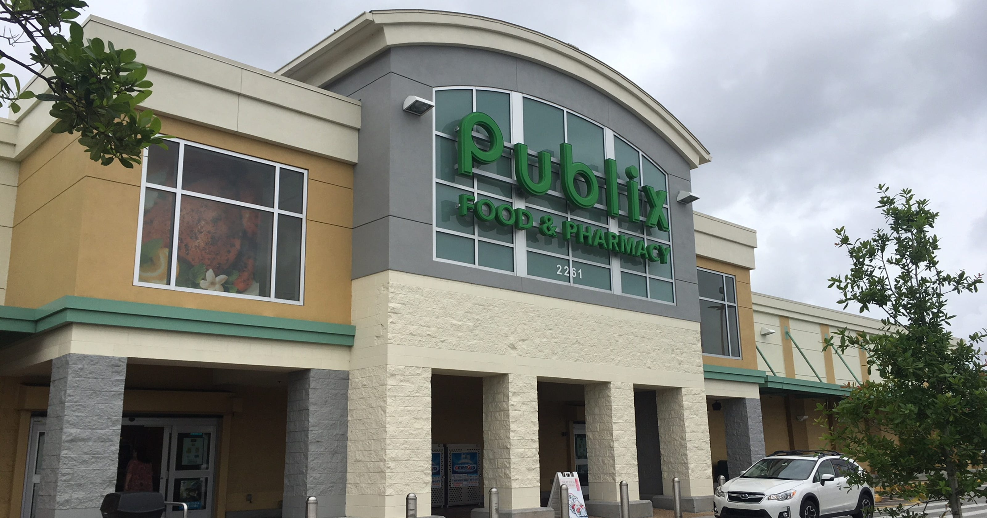 Man Dies After Altercation At Publix With 2 Police Officers