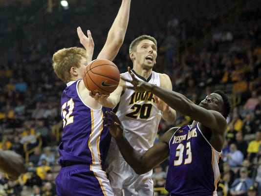 635851262134604697-IOW-1207-Iowa-mbb-vs-WIU-07.jpg