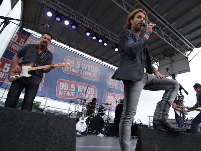 Craig Wayne Boyd performs at the 2015 WYCD Downtown