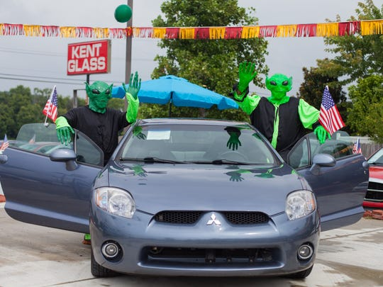Kelly aliens pose with the Mitsubishi Eclipse.