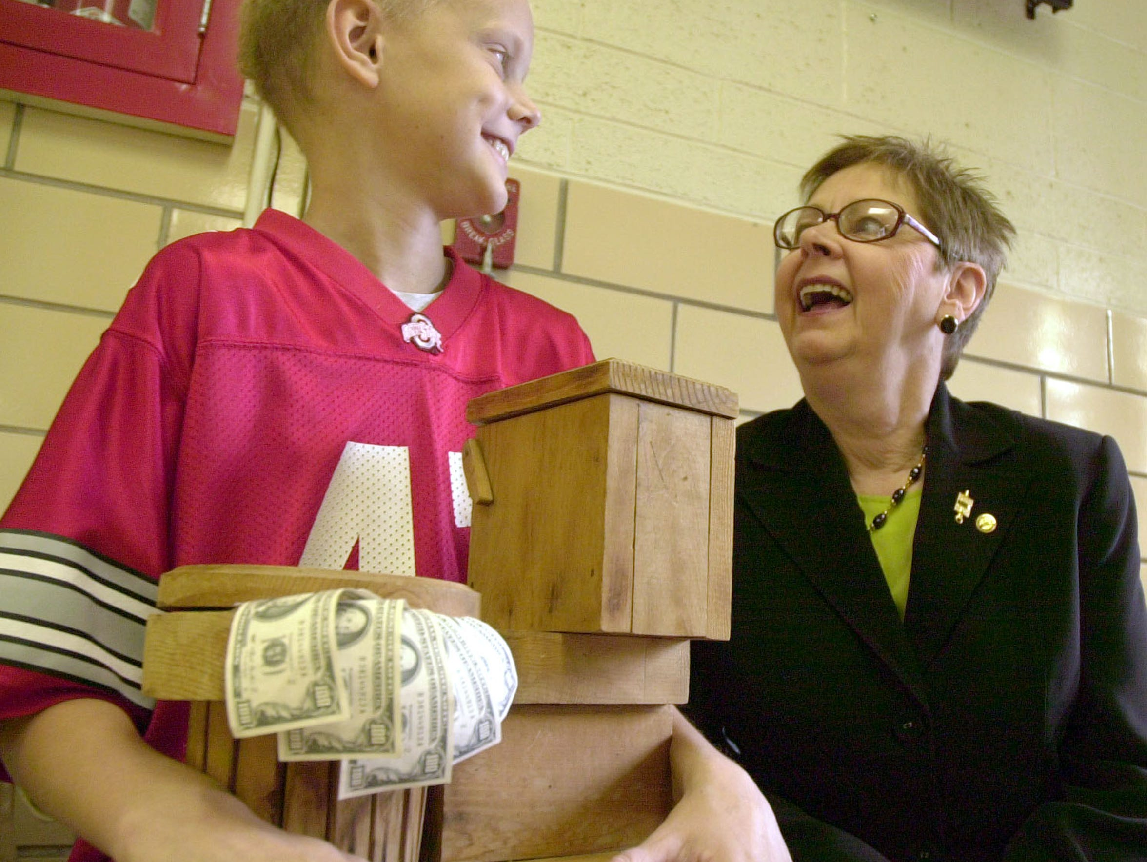 Mason Ream talks with Diane Hipsher after a fund-raising event in 2005.