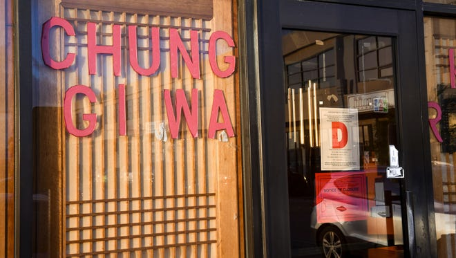 """A """"D"""" rating placard and notice of closure can be seen posted on the entrance door of the Chung Gi Wa Korean Restaurant in Tamuning after Department of Public Health inspectors shut down the business for numerous health code violations on Thursday, Jan. 18, 2018."""