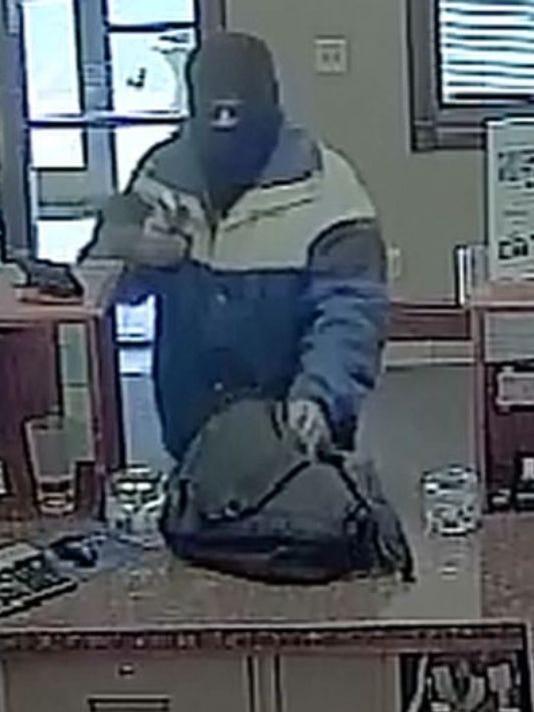 635612825862274623-635611644067282685-suspect