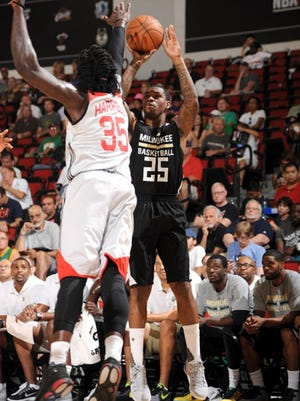Sean Kilpatrick shoots against the Houston Rockets during an NBA Summer League game this past week in Las Vegas.