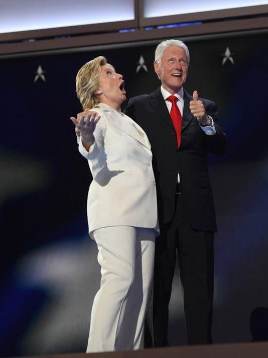 636053943507549505-Clintons.JPG