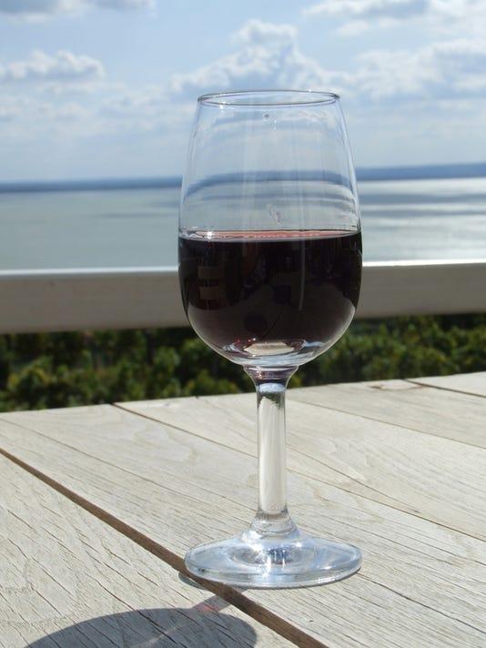 636288044143615620-red-wine-1319187-639x852.jpg