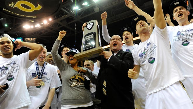 Western Michigan head coach Steve Hawkins celebrates with his team after winning the MAC championship at Quicken Loans Arena. The Broncos won 98-77.