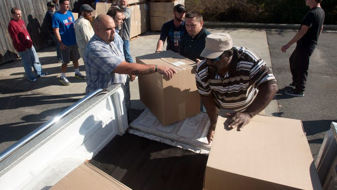 4,2000 blankets have been delivered to the Waterfront Rescue Mission. Thanks to a partnership with Gulf Power, Apple Market, Baptist Health Care and the Studer Foundation the Waterfront will provide warm blankets and hot meals help the area's homeless during the holiday season.