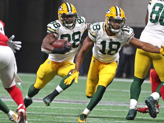 Packers running back Ty Montgomery (88) gets a first