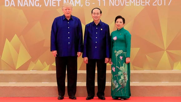 President Trump poses with Vietnam'ss President Tran