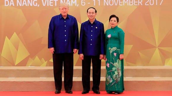 President Trump poses with Vietnam'ss President Tran